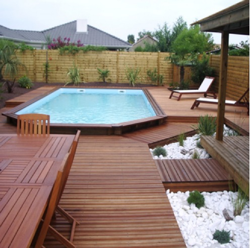 Terrasse bois piscine desjoyaux diverses id es de conception de patio en bois for Piscine enterree prix